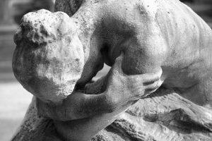 Y abrazarte. Estatua. Libros Prohibidos