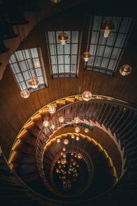 Soga de seda y magia. Escalera. Libros prohibidos