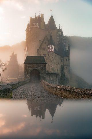 El emperador goblin. Castillo. Libros Prohibidos