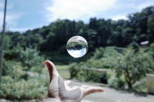 Bola cristal, Asuntos de muertos. Libros Prohibidos