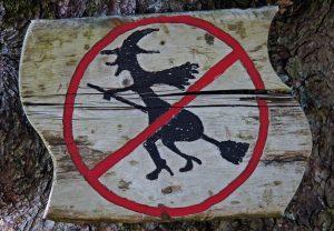 Brujas, refulgencia. Libros Prohibidos