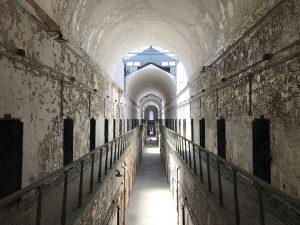 Prisión, refulgencia. Libros Prohibidos