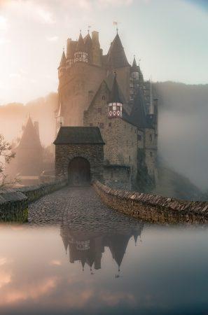 El ojo del mundo. Castillo. Libros Prohibidos