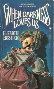 Cuando la oscuridad nos ama. Portada original When Darkness Loves Us. Libros Prohibidos.